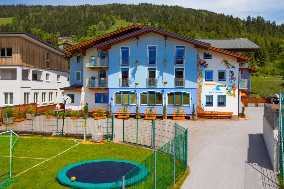 Hotel & Hirscher Camp, Jugendhotel Veronika