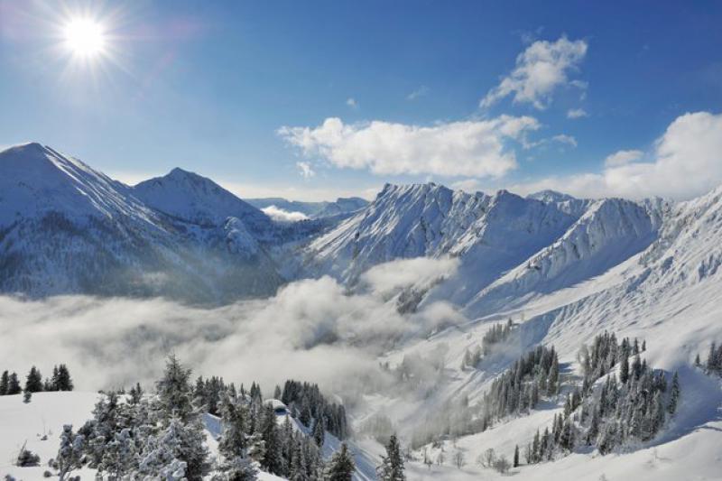 Ausblick auf herrlich verschneite Bergwelt