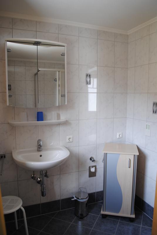Gästehaus-Katharina,Hochfilzen,Bad1-Waschbecken